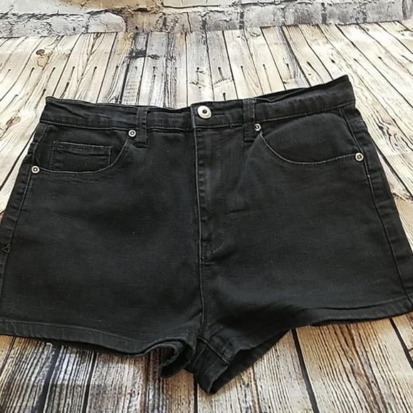 Forever 21 Pants - HI RISE BLACK BOOTY SHORTS SZ 30 FOREVER 21
